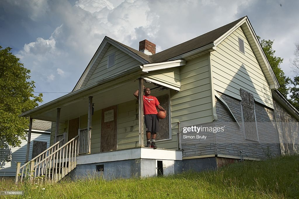 Portrait of former UNC-Wilmington player Tyree Graham in front of his childhood home on Piedmont Avenue. Graham, who has played at multiple colleges and high schools during his career, represents the high frequency of transfers over the last seven seasons. Simon Bruty F124 )