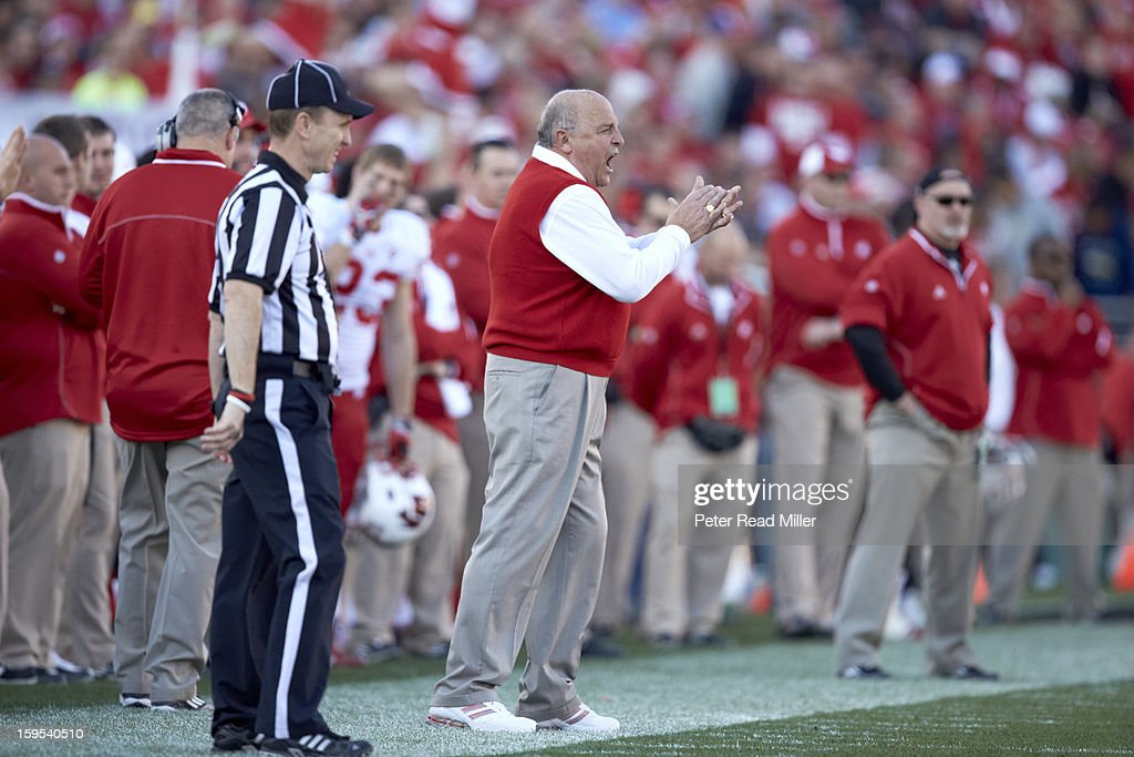 Wisconsin coach Barry Alvarez on sidelines during game vs Stanford at Rose Bowl. Peter Read Miller F162 )
