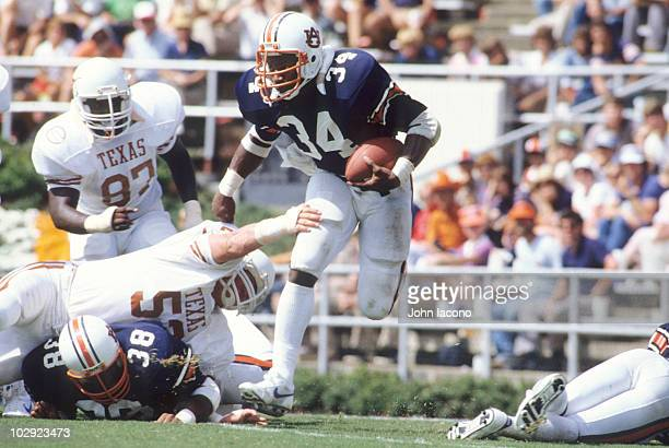 Auburn Bo Jackson in action rushing vs Texas Auburn AL 9/17/1983 CREDIT John Iacono 079007317
