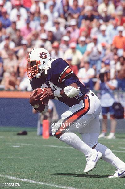 Auburn Bo Jackson in action rushing vs Texas Auburn AL 9/17/1983 CREDIT John Iacono 001303719