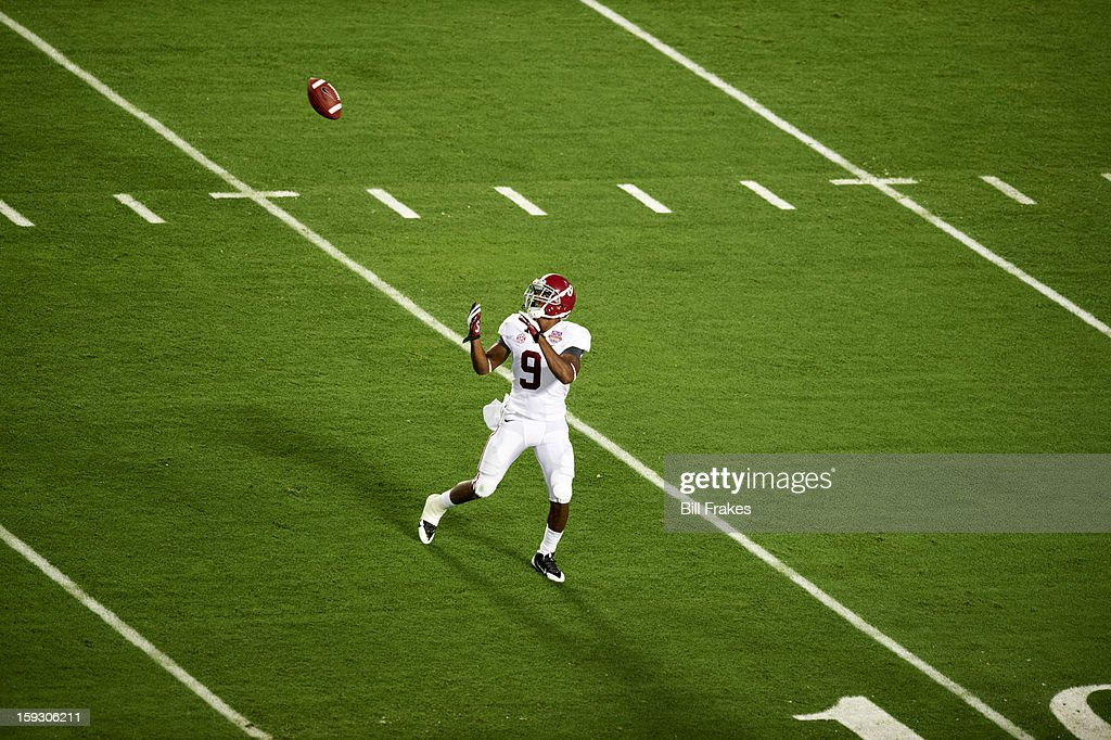 Alabama Amari Cooper (9) in action, making catch vs Notre Dame at Sun Life Stadium. Bill Frakes F83 )