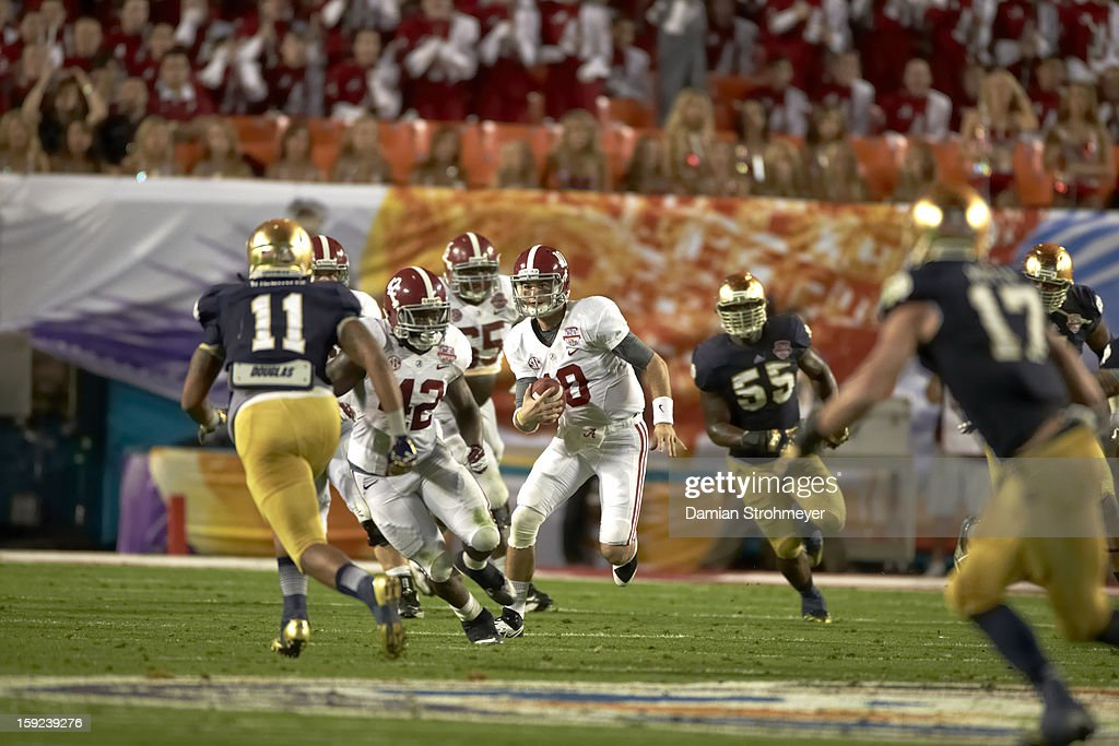 Alabama QB AJ McCarron (10) in action vs Notre Dame at Sun Life Stadium. Damian Strohmeyer F49 )