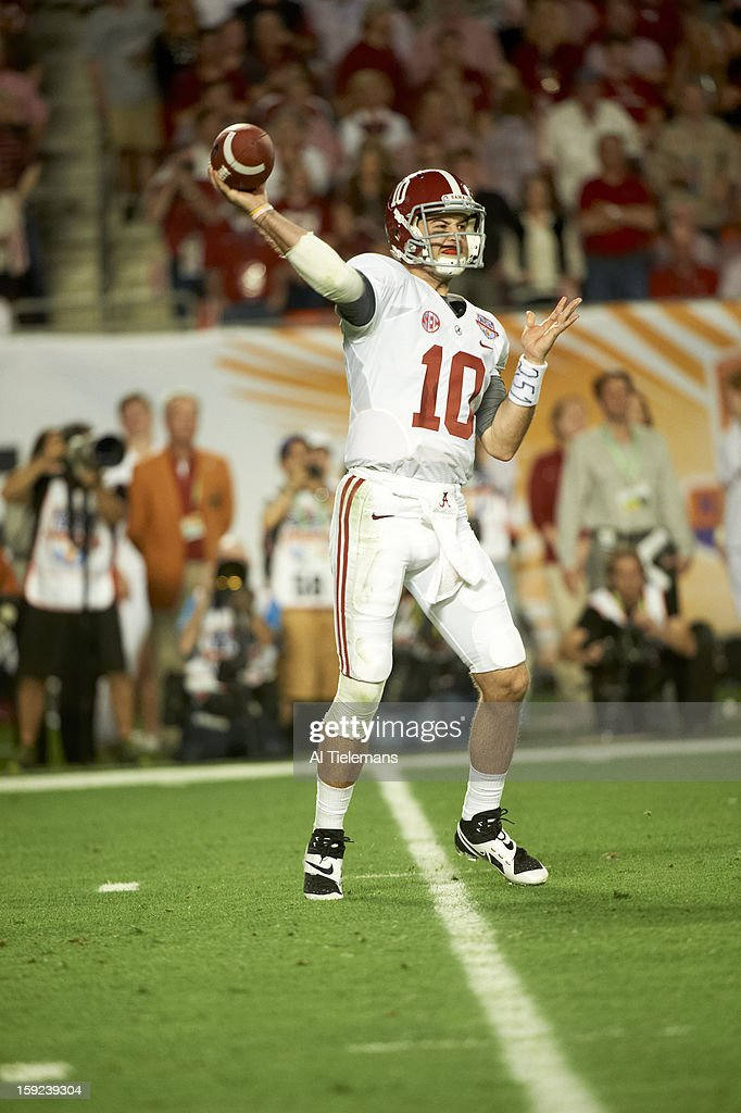 Alabama QB A.J. McCarron (10) in action, making pass vs Notre Dame at Sun Life Stadium. Al Tielemans F9 )