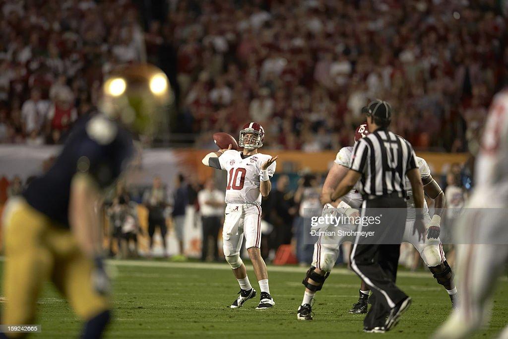 Alabama QB AJ McCarron (10) in action vs Notre Dame at Sun Life Stadium. Damian Strohmeyer F16 )