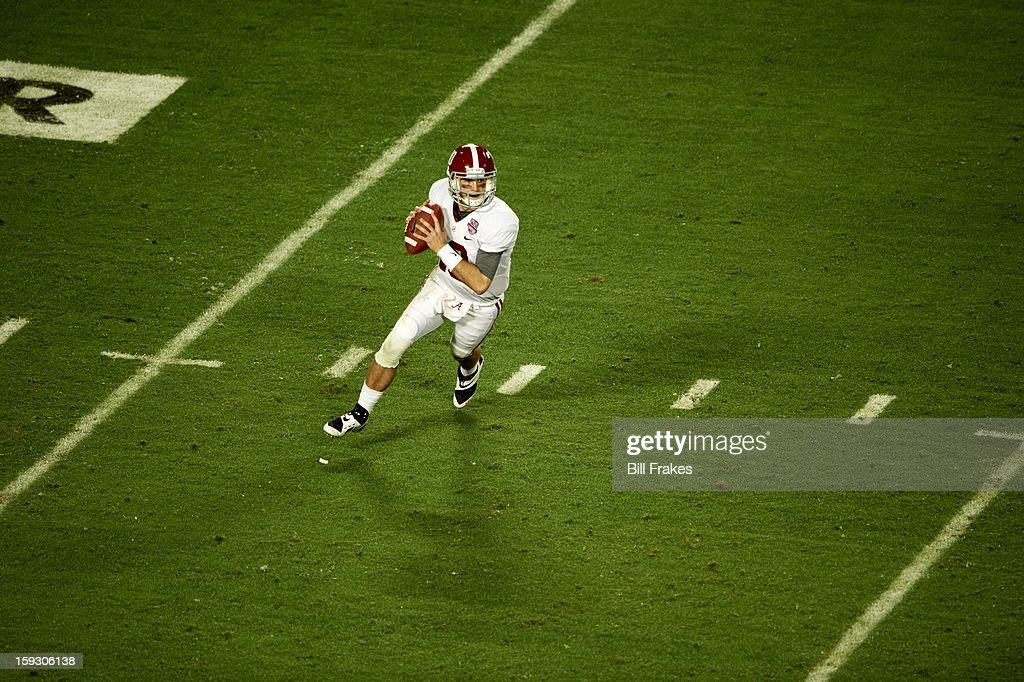 Alabama QB AJ McCarron (10) in action vs Notre Dame at Sun Life Stadium. Bill Frakes F131 )