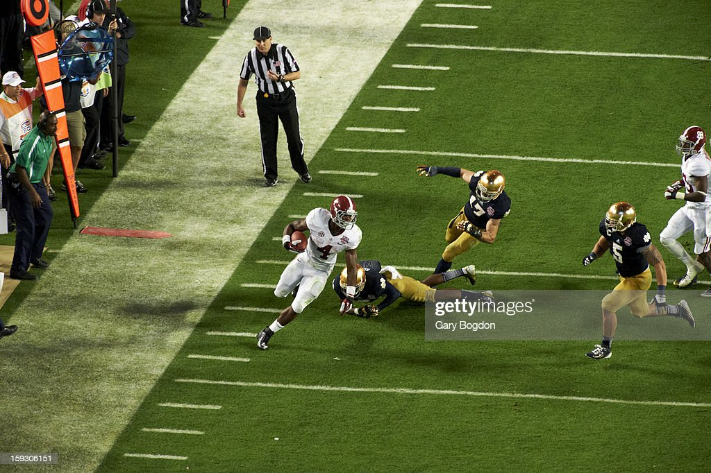 Alabama T.J. Yeldon (4) in action, rushing vs Notre Dame at Sun Life Stadium. Gary Bogdon F29 )