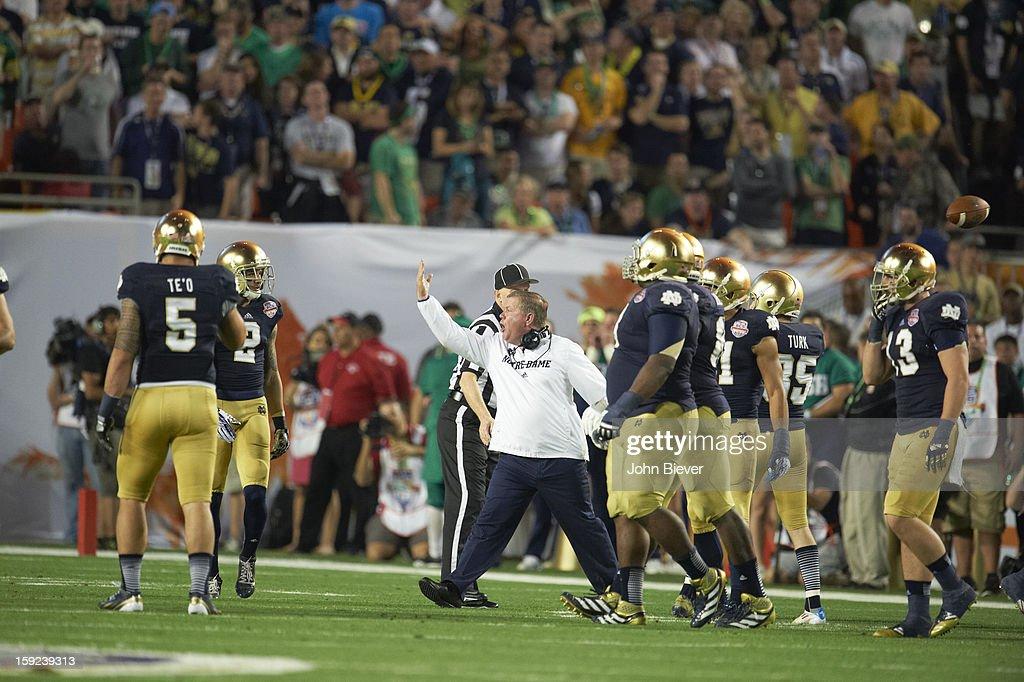 Notre Dame coach Brian Kelly on field during game vs Alabama at Sun Life Stadium. John Biever F41 )