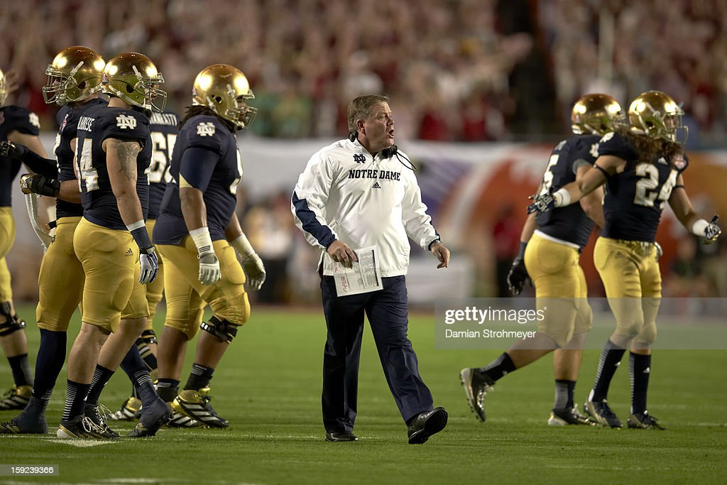 Notre Dame coach Brian Kelly on field during game vs Alabama at Sun Life Stadium. Damian Strohmeyer F43 )