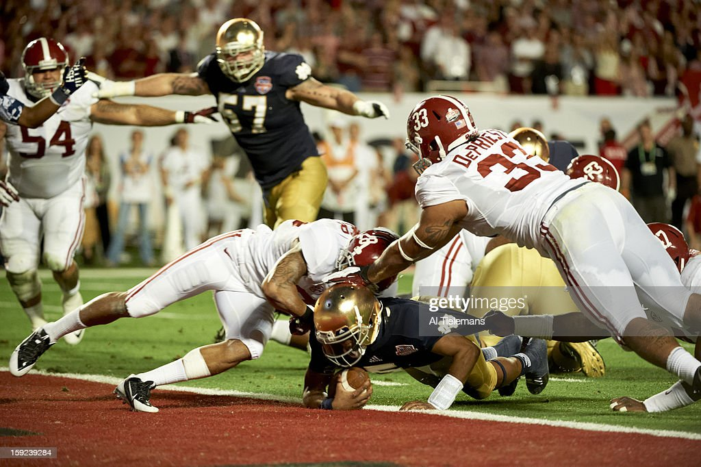 Notre Dame QB Everett Golson (5) in action, rushing into endzone for touchdown vs Alabama at Sun Life Stadium. Al Tielemans F38 )