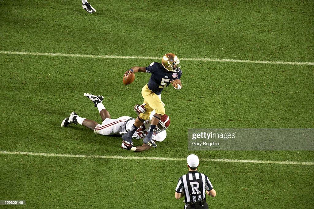 Notre Dame QB Everett Golson (5) in action vs Alabama at Sun Life Stadium. Gary Bogdon F180 )