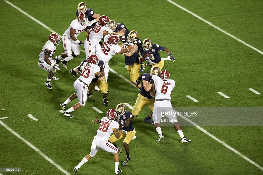 Notre Dame Theo Riddick (6) in action, rushing vs Alabama at Sun Life Stadium. Bill Frakes F22 )