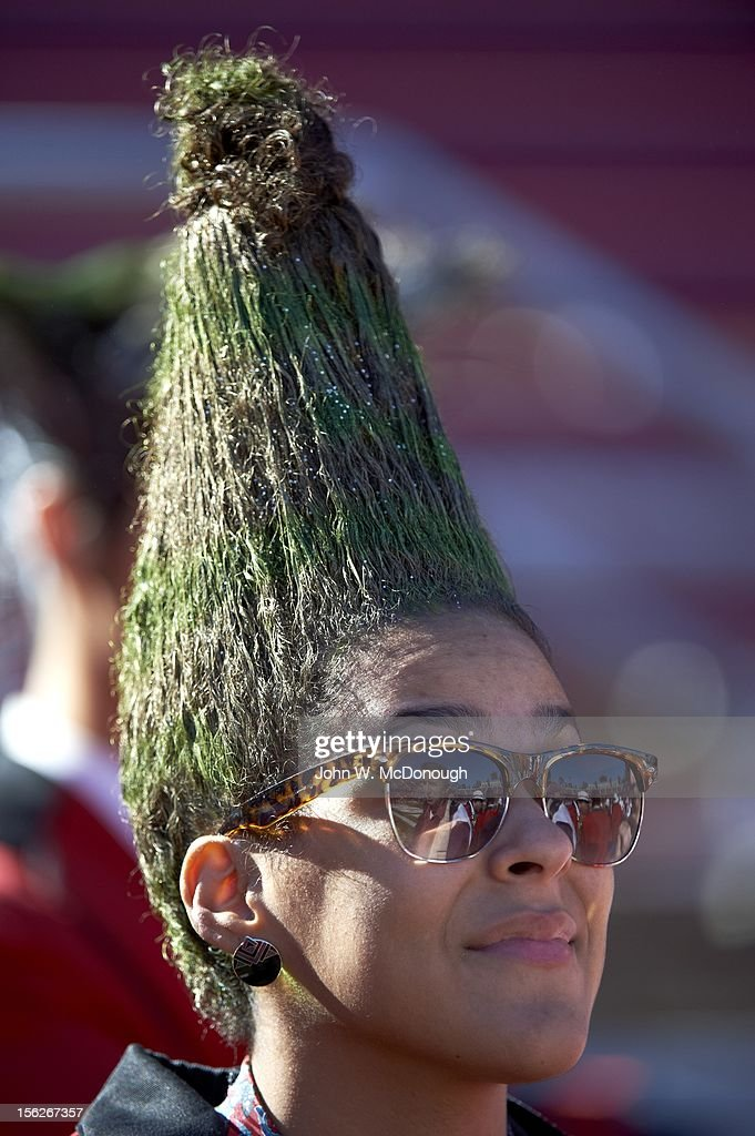Closeup of Stanford fan with green hair shaped like a tree during game vs Oregon State at Stanford Stadium. John W. McDonough F45 )