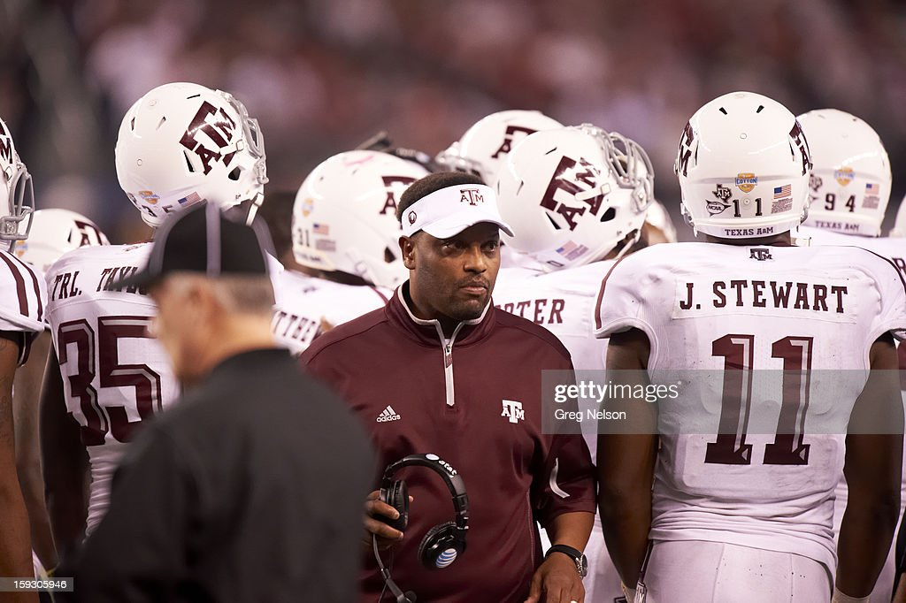 Texas A&M coach Kevin Sumlin during game vs Oklahoma at Cowboys Stadium. Greg Nelson F56 )