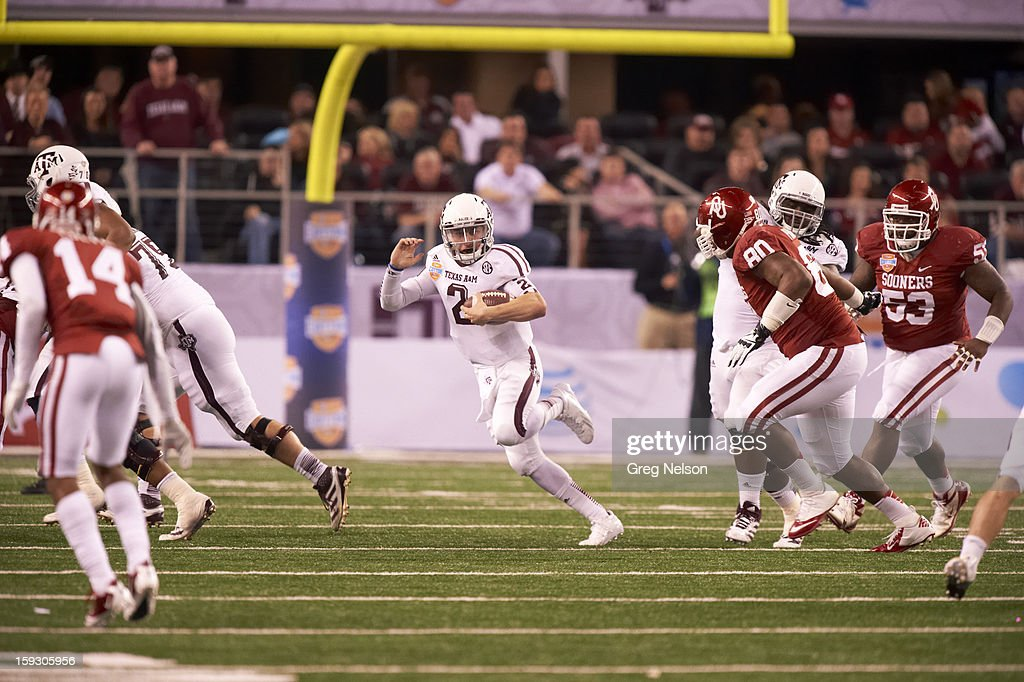 Texas A&M QB Johnny Manziel (2) in action vs Oklahoma at Cowboys Stadium. Greg Nelson F257 )