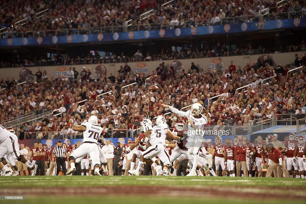 Texas A&M QB Johnny Manziel (2) in action, passing vs Oklahoma at Cowboys Stadium. Greg Nelson F41 )