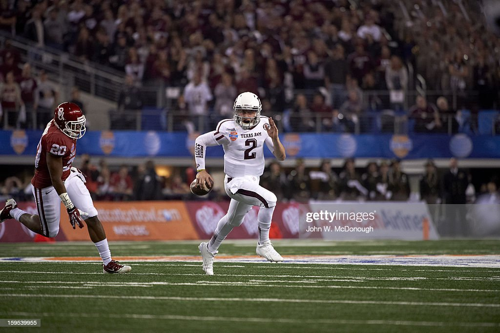 Texas A&M QB Johnny Manziel (2) in action, rushing vs Oklahoma at Cowboys Stadium. John W. McDonough F50 )