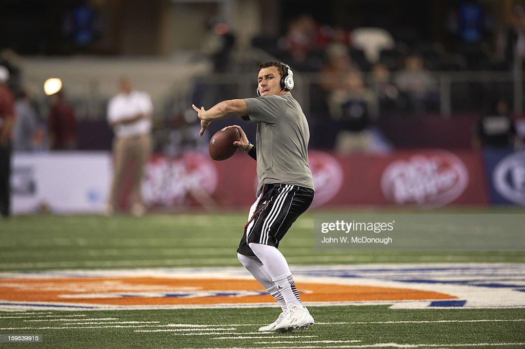 Texas A&M QB Johnny Manziel (2) warming up on field before game vs Oklahoma at Cowboys Stadium. John W. McDonough F30 )