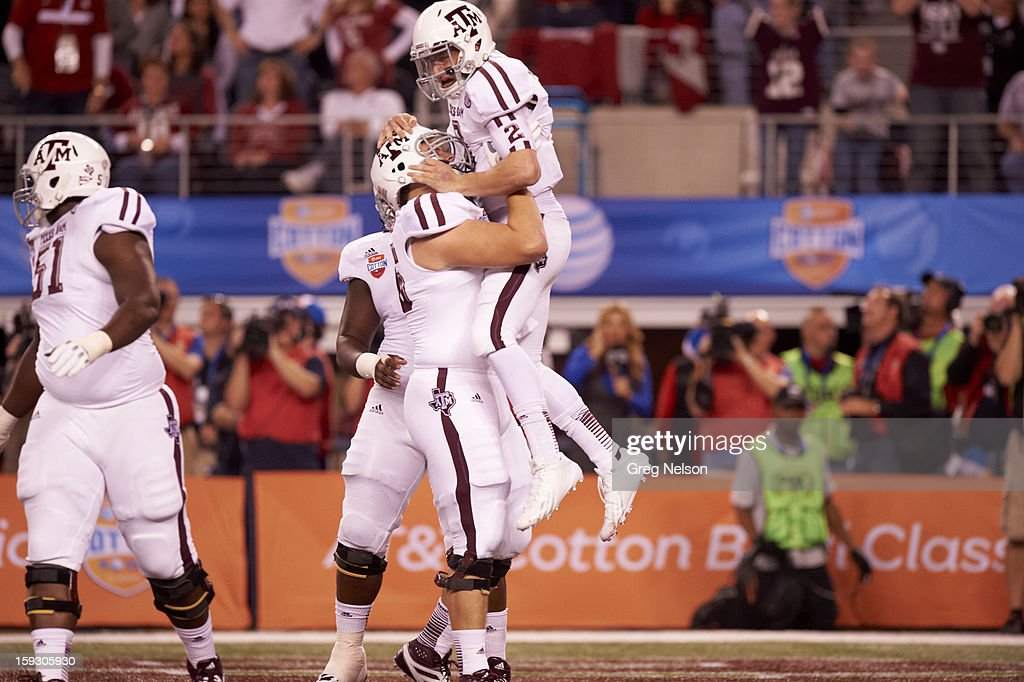 Texas A&M QB Johnny Manziel (2) victorious after touchdown vs Oklahoma at Cowboys Stadium. Greg Nelson F66 )