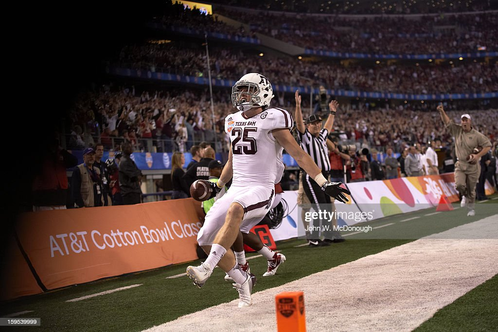 Texas A&M Ryan Swope (25) victorious in endzone after scoring touchdown vs Oklahoma at Cowboys Stadium. John W. McDonough F13 )
