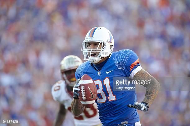 Florida Aaron Hernandez in action scoring touchdown vs Florida State Gainesville FL CREDIT Gary Bogdon