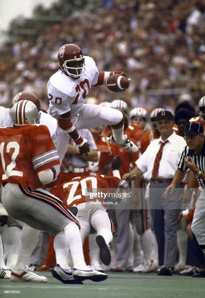 Oklahoma Billy Sims (20) in action, rushing vs Ohio State. Columbus, OH 9/24/1977
