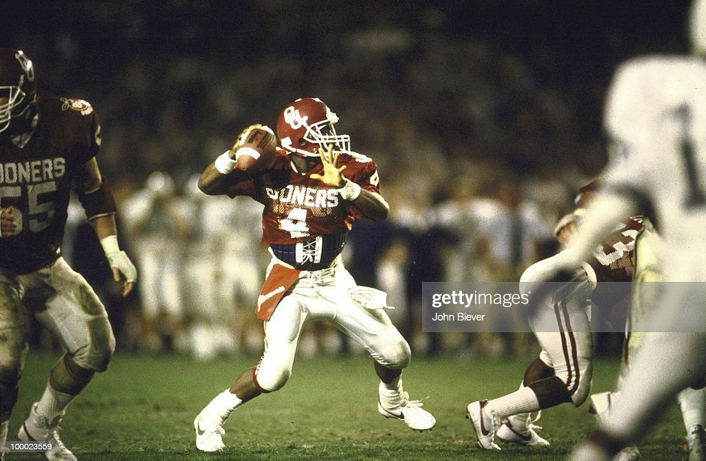 Oklahoma QB Jamelle Holieway (4) in action, pass vs Penn State. Miami, FL 1/1/1986