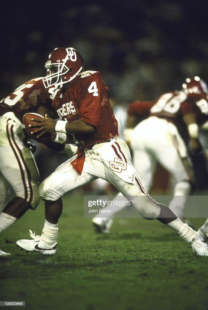 Oklahoma QB Jamelle Holieway (4) in action vs Penn State. Miami, FL 1/1/1986