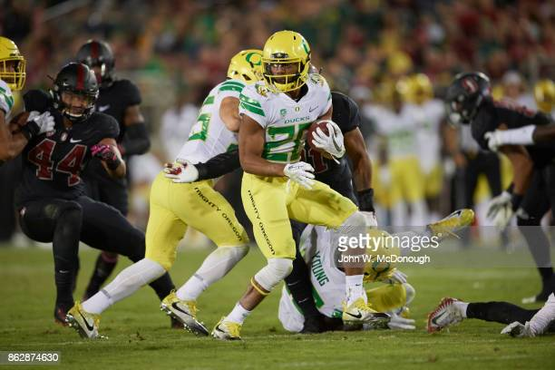 Oregon Tony BrooksJames in action rushing vs Stanford at Stanford Stadium Stanford CA CREDIT John W McDonough