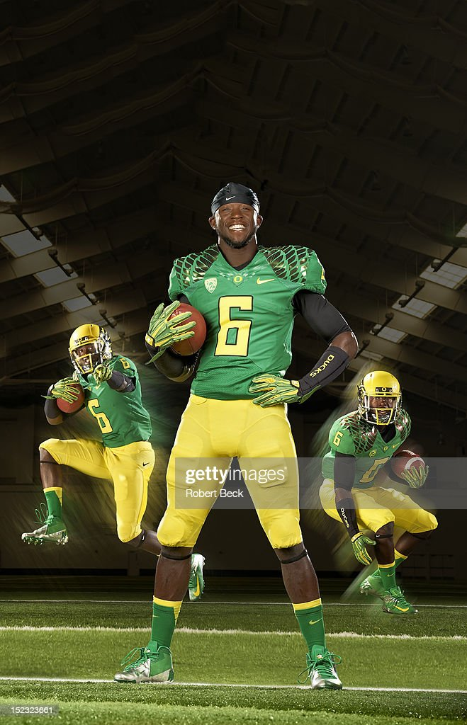 Portrait of Oregon running back De'Anthony Thomas (6) posing during photo shoot at Moshofsky Sports Center. Composite photo illustration by SI Imaging. Cover. Robert Beck F67 )