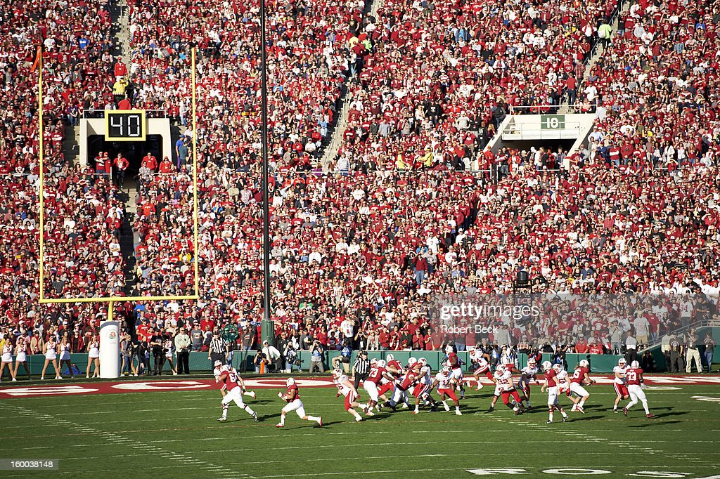 Stanford Kelsey Young (39) in action, rushing vs Wisconsin at Rose Bowl Stadium. Robert Beck F29 )