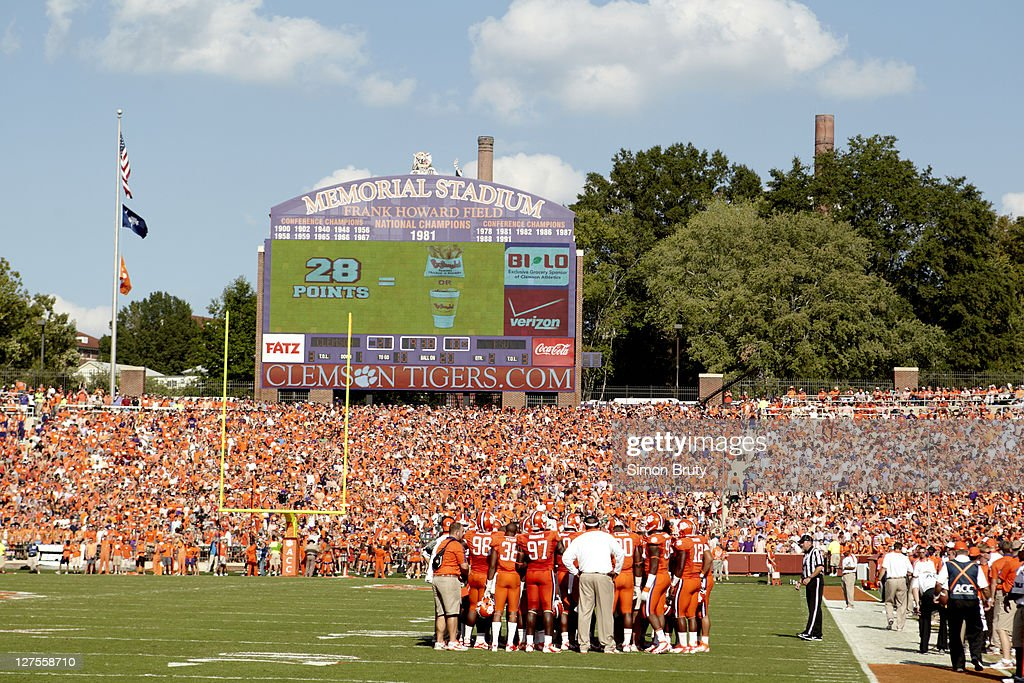 Scenic view of Clemson players in huddle during game vs Florida State at Memorial Stadium. Simon Bruty F7 )