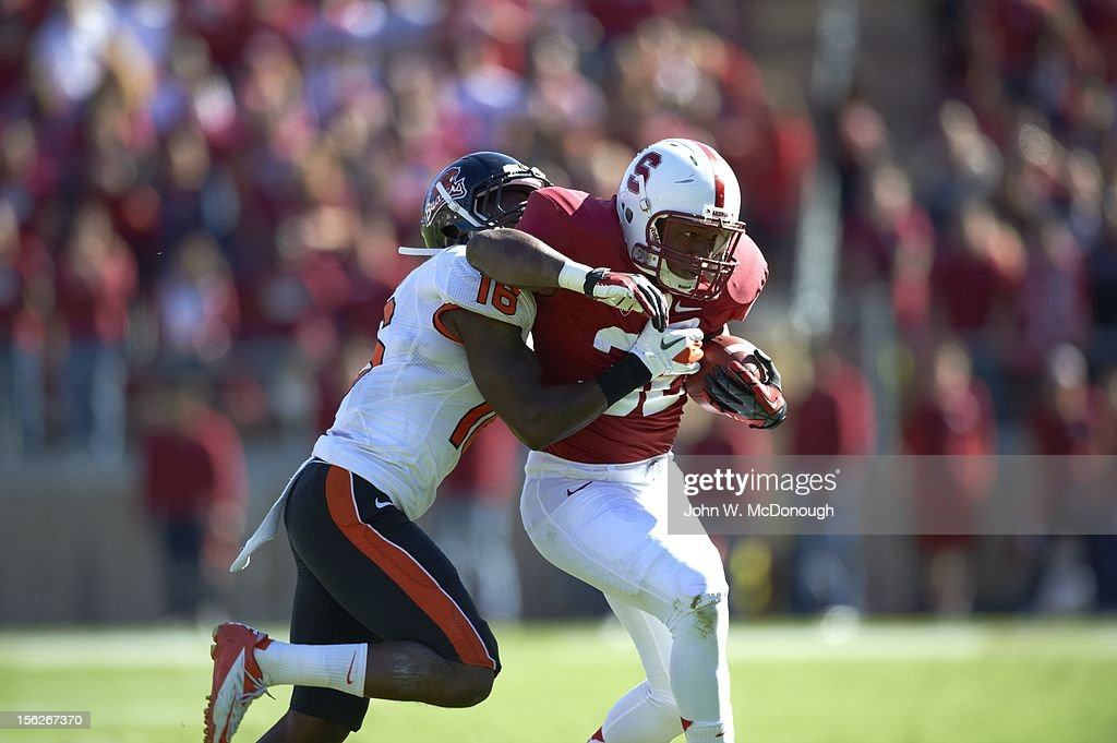 Stanford Anthony Wilkerson (32) in action, rushing vs Oregon State at Stanford Stadium. John W. McDonough F121 )
