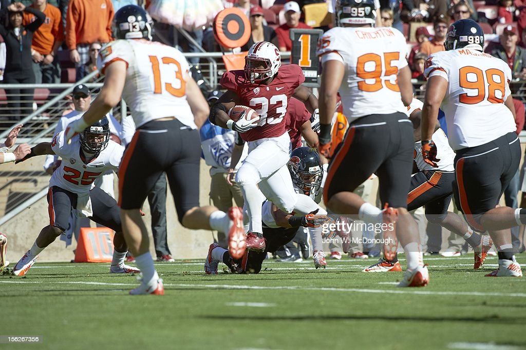 Stanford Stepfan Taylor (33) in action, rushing vs Oregon State at Stanford Stadium. John W. McDonough F156 )