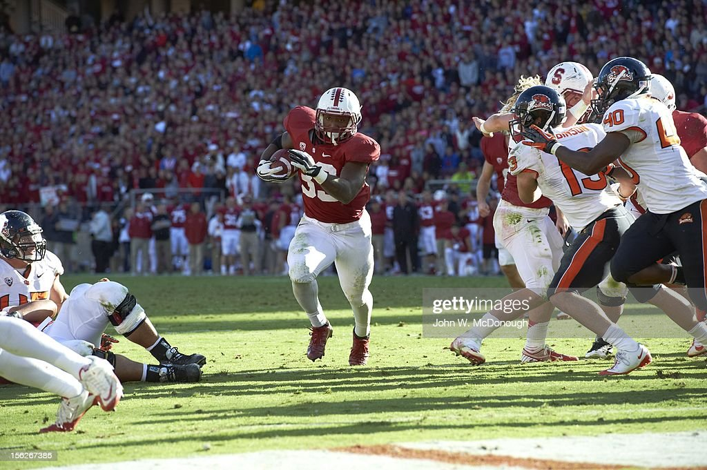 Stanford Stepfan Taylor (33) in action, rushing vs Oregon State at Stanford Stadium. John W. McDonough F129 )