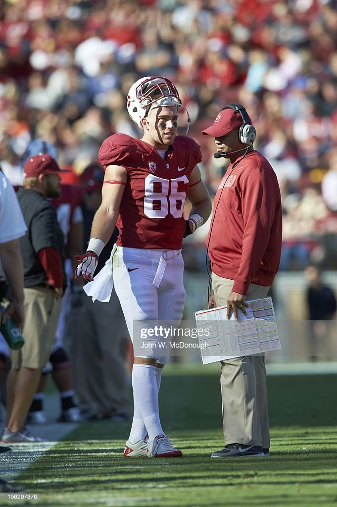 Stanford Zach Ertz (86) with head coach David Shaw on sidelines during game vs Oregon State at Stanford Stadium. John W. McDonough F255 )
