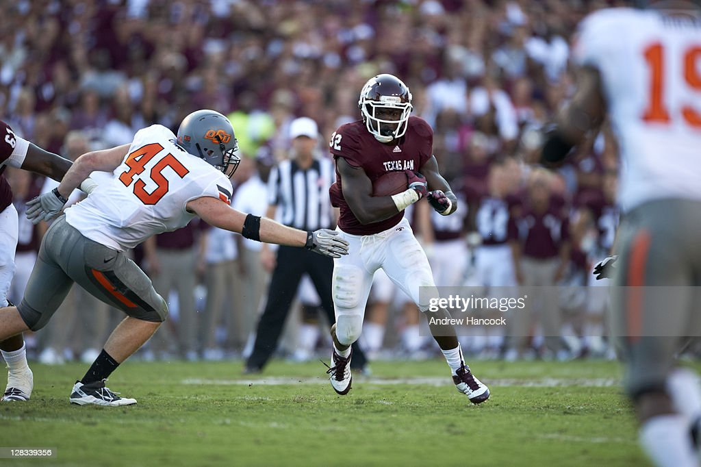 Texas A&M Cyrus Gray (32) in action, rushing vs Oklahoma State at Kyle Field. Andrew Hancock F93 )