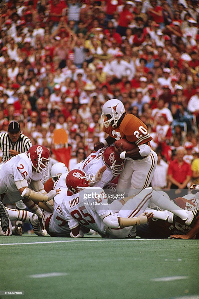 Texas <a gi-track='captionPersonalityLinkClicked' href=/galleries/search?phrase=Earl+Campbell&family=editorial&specificpeople=570909 ng-click='$event.stopPropagation()'>Earl Campbell</a> (20) in action, rushing vs Oklahoma at Cotton Bowl Stadium. Rich Clarkson TK1 )