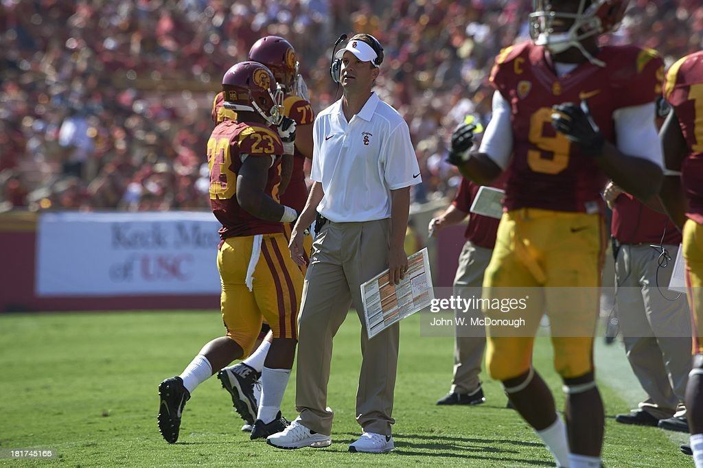 USC coach Lane Kiffin on field during game vs Utah State at Los Angeles Memorial Coliseum. John W. McDonough F317 )