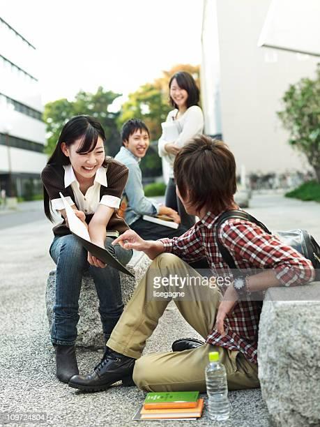 大学生の屋外