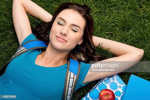 Étudiant en université détendre