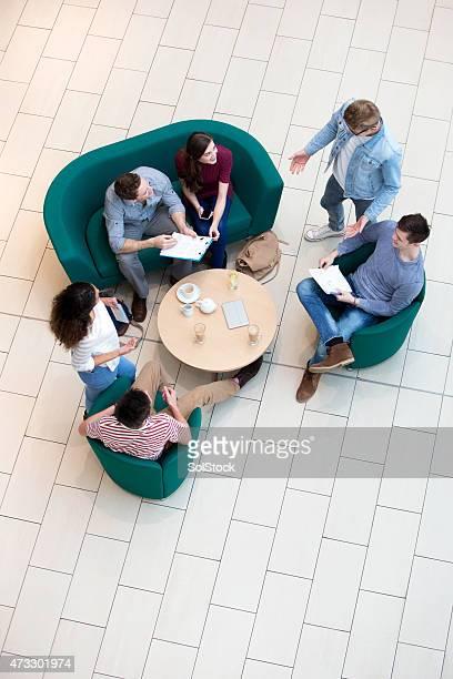 大学生、教師に合わせたカフェ
