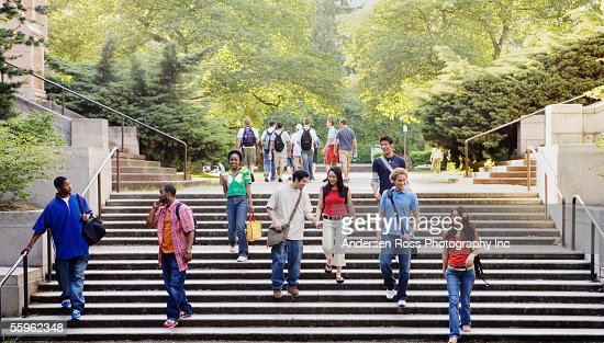 College students descending stairs : ストックフォト
