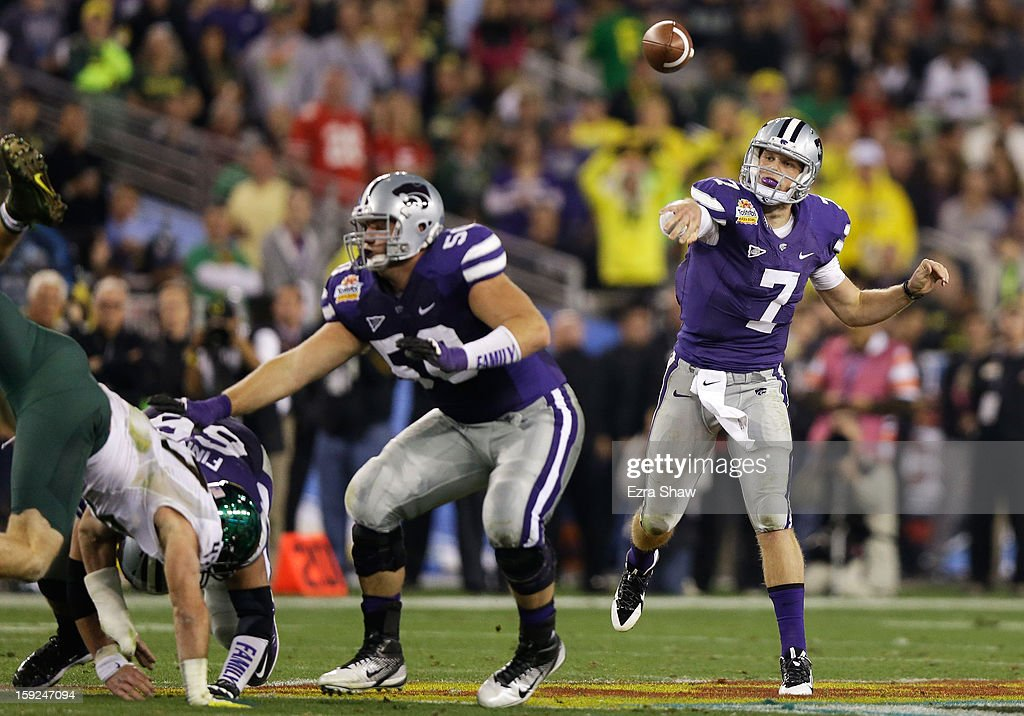 Collin Klein #7 of the Kansas State Wildcats passes the during the Tostitos Fiesta ball Bowl against the Oregon Ducks at University of Phoenix Stadium on January 3, 2013 in Glendale, Arizona.