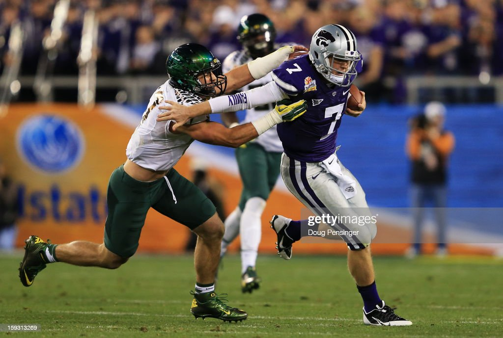 Collin Klein #7 of the Kansas State Wildcats runs the ball against Kiko Alonso #47 of the Oregon Ducks during the Tostitos Fiesta Bowl at University of Phoenix Stadium on January 3, 2013 in Glendale, Arizona.