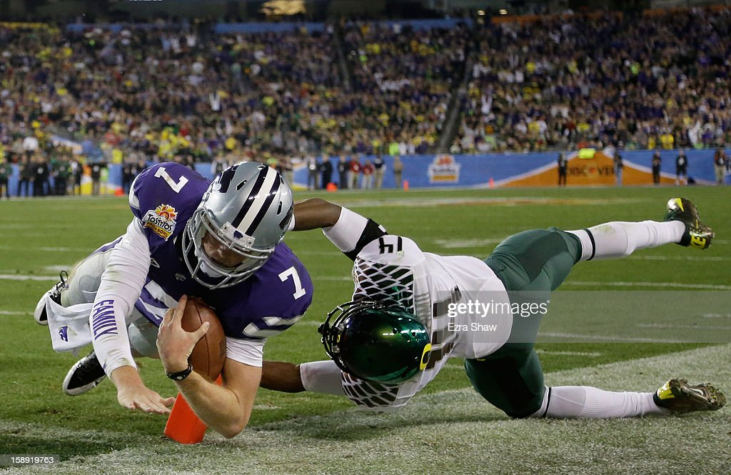 Collin Klein #7 of the Kansas State Wildcats scores a second quarter touchdown against the defense of Ifo Ekpre-Olomu #14 of the Oregon Ducks during the Tostitos Fiesta Bowl at University of Phoenix Stadium on January 3, 2013 in Glendale, Arizona.
