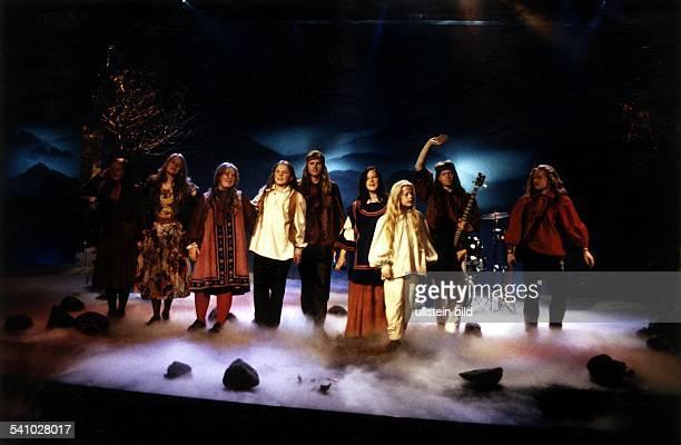 COLMusikgruppe Irland bei einem Auftritt in einemFernsehstudio oJ