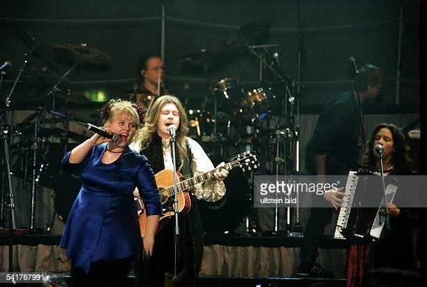 COLMusikgruppe IrlandMaite Kelly bei einem Auftritt inBerlin