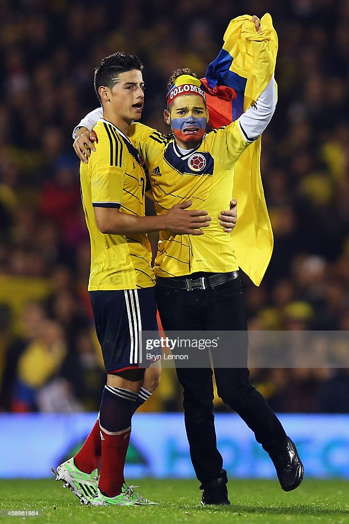 Colombia fan runs onto the ptich to greet Captain James Rodriguez during the International Friendly between the USA and Colombia at Craven Cottage on...