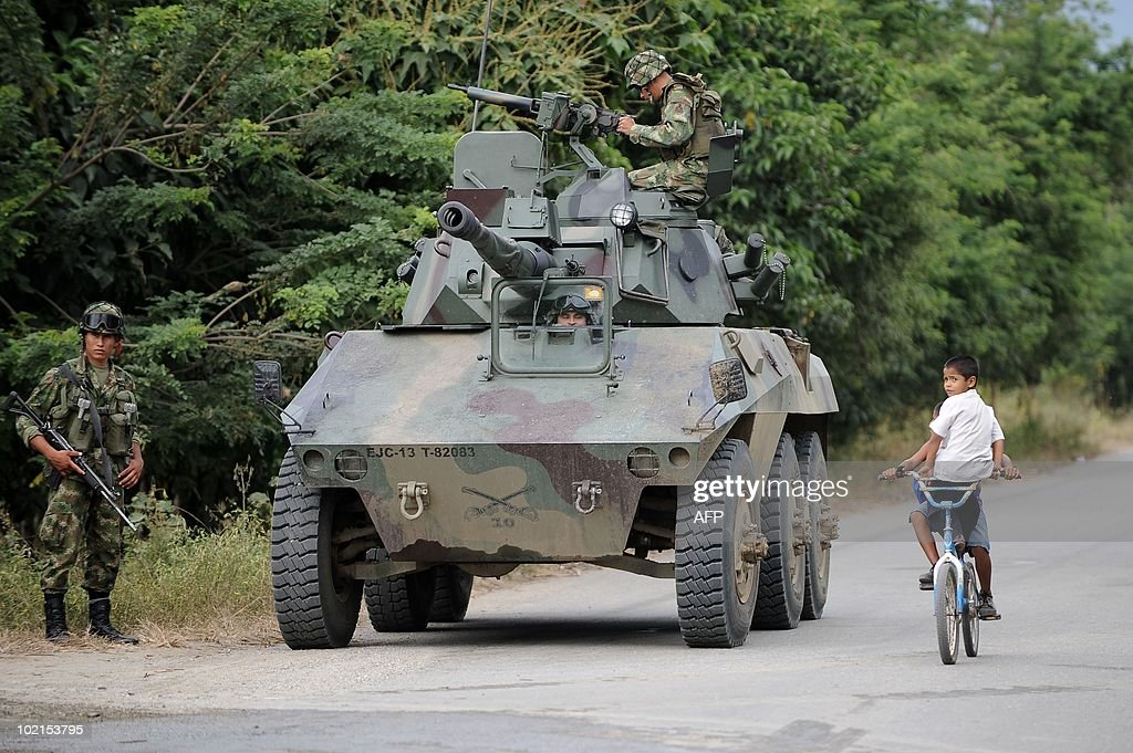 A Colombian army EE-9 Cascavel armored car stands in position along a road in Corinto, departament of Cauca, Colombia, on June 16, 2010. Colombian presidential candidate for the Green Party Anthanas Mockus will face former Colombian Defense Minister Juan Manuel Santos of the ruling National Unity Party, in the June 20 run-off election. AFP PHOTO/Luis ROBAYO