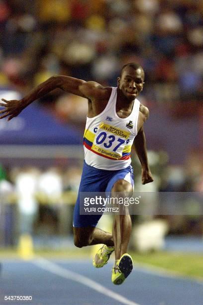 Colombian athlete Albin Renteria is seen in action 02 December 2002 in San Salvador EL Salvador El colombiano Albin Renteria salta el 02 de diciembre...